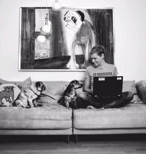 """Franziska Knabenreich-Kratz ist seit 2012 Hundefriseurin aus Leidenschaft. In ihrem Blog """"feingemacht"""" schreibt sie rund um das Thema Fellpflege, Hundefriseure und andere Hundethemen."""